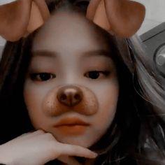 Pɪɴᴛᴇʀᴇsᴛ: Rosᥱ́ Goᥣd  ♡༉── ғᴏʟʟᴏᴡ ﹫ʀᴏsᴇʟᴏᴠᴇᴡᴀғғʟᴇs Kpop Girl Groups, Kpop Girls, K Pop, Night Quotes Thoughts, Korean Girl, Asian Girl, South Korean Women, Photo Folder, Jennie Kim Blackpink