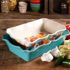 Amazon.com: The Pioneer Woman Flea Market 2-Piece Decorated Rectangular Ruffle Top Ceramic Bakeware Set, turquoise & floral baker by BLOSSOMZ: Kitchen & Dining