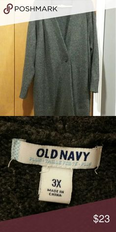 """Oversized long Old Navy Sweater jacket 3x Oversized long Old Navy Sweater jacket in size 3x. This has been worn a lot. It was my """"geez it's cold in here"""" sweater for work, so I literally wore it 5 days a week for like 2 years. :)  It's still in really good condition. It was one of my favorite buys. It's cute and will keep you warm.  It is oversized... I wore it from sizes 32 to 22. :)   Comes from a smoke free, but animal friendly home. Old Navy Sweaters"""