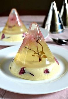 Tea Jello<< this looks so freaking rich!! I'd be a fancy person!! in Wisconsin we ain't this fancy!
