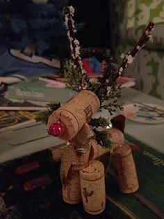 A wine cork reindeer is crafted from seven wine corks, along with wintery odds & ends from the craft store to create the nose, antlers, ornament hook, tail and greenery accessories. Enjoy! (mrsloveslife.com)