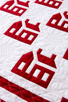 I love the school house blocks and it looks great as a red and white quilt. Quilting Tips, Machine Quilting, Quilting Projects, Quilting Designs, Sewing Projects, House Quilt Block, Quilt Blocks, Two Color Quilts, Red And White Quilts