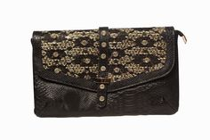 #TrendyDivva unveils its collection of #Clutches and #Pouches for Spring' 15 #Bejewelledclutches #bags http://www.pocketnewsalert.com/2015/03/Trendy-Divva-unveils-its-collection-of-Clutches-and-Pouches-for-Spring-15.html