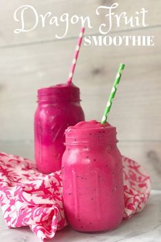 Healthy Smoothies DRAGON FRUIT SMOOTHIE: This easy dragon fruit smoothie recipe has amazing health benefits! Enjoy it post-workout or for breakfast as a refreshing and healthy option. Protein Smoothies, Fruit Smoothie Recipes, Apple Smoothies, Healthy Fruit Recipes, Milk Shakes, Dragon Fruit Benefits, Dragon Fruit Smoothie, Dragon Fruit Drink, Exotic Food