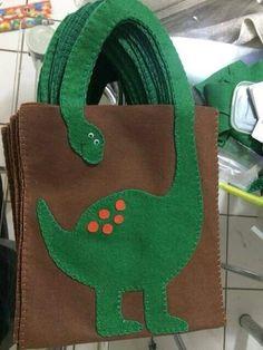 47 Ideas diy bag totes ideas for 2019 Felt Crafts, Fabric Crafts, Sewing Crafts, Diy And Crafts, Crafts For Kids, Craft Projects, Sewing Projects, Dinosaur Crafts, Diy Tote Bag