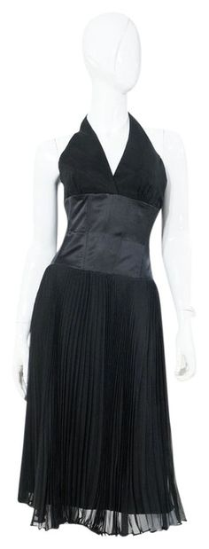 Laundry by Shelli Segal Black Halter Satin Accordion Box Pleat Cocktail Dress. Ribbing to waist. New without tags NWOT, Size US Silk, Dry clean only. Laundry By Shelli Segal, Box Pleats, Luxury Fashion, Fashion Tips, Mid Length, Marilyn Monroe, Fashion Accessories, Cocktails, Satin