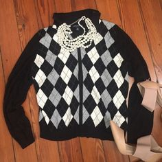 Banana Republic Argyle zip up Black white and grey argyle zip up women's sweater. Perfect for around the office while keeping it comfy. Banana Republic Sweaters Cardigans