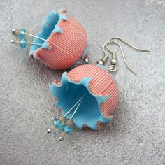 Bells earrings by Saffron Addict, Beautiful! Polymer Clay Flowers, Polymer Clay Necklace, Fimo Clay, Polymer Clay Projects, Polymer Clay Creations, Polymer Clay Earrings, Biscuit, Precious Metal Clay, Paperclay