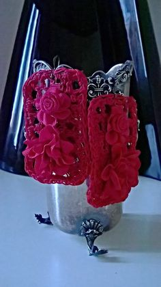 Orecchini pendenti grandi ,rossi lavorati a mano con il crochet , con l'applicazione di fiori ( materiali di recupero )., by Ideacreazioni, 20,00 € su misshobby.com