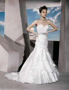 Sweetheart A-line organza bridal gown