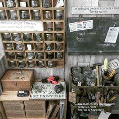 女性で、のインスタ→chocolate.cafe/2Fアトリエ/箱収納/古道具…などについてのインテリア実例を紹介。「あけましておめでとうございます╰(*´︶`*)╯ 今年もよろしくお願いします☆  2Fアトリエ まだ細かいところが途中ですが、 DIYパーツを瓶に入れて壁面収納にしました。 塗り替えたIKEAワゴンには、工具などを並べ、前よりは使いやすくなりました(*´∀`*) 」(この写真は 2017-01-02 09:08:16 に共有されました)