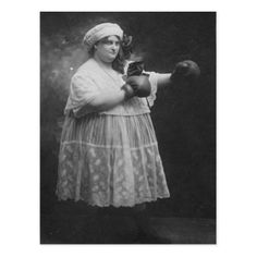 vintage everyday: Humorous Vintage Photos of Women Boxing in Skirts and Blouses Antique Photos, Vintage Photographs, Vintage Images, Old Pictures, Old Photos, Boxer, Women Boxing, Photo Vintage, Vintage Circus