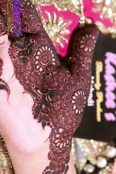 You might be looking for stunning mehndi designs to draw on for the upcoming events. Check out different beautiful and simple mehndi designs. New mendhi design Henna Hand Designs, Dulhan Mehndi Designs, Kashee's Mehndi Designs, Kashees Mehndi, Mehndi Designs Finger, Mehndi Designs For Beginners, Mehndi Designs For Girls, Mehndi Design Photos, Wedding Mehndi Designs