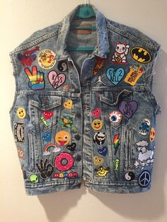 awesome NEW** Levi's Vintage Denim vest with new patches by makelovewear on Etsy www. Denim Vests, Denim Jacket Patches, Patched Jeans, Denim Jackets, Vintage Jeans, Grunge Fashion, Denim Fashion, Estilo Jeans, Cute Patches