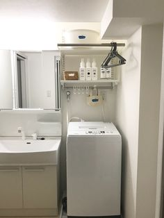 Super Small Bathroom Shower Only Ideas Large Bathroom Sink, Rustic Bathroom Shelves, Wood Floor Bathroom, Bathroom Shelf Decor, Bathroom Red, Large Bathrooms, Small Bathroom With Shower, Modern Master Bathroom, Small House Interior Design