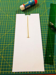 Diyviértete: Utensilio de Cartulina Para Hacer Bieses Sewing Hacks, Sewing Projects, Fabric Manipulation, Hand Embroidery, Sewing Tips, Craft, Pot Holders, Furniture, Card Stock
