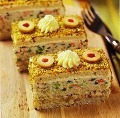 Sandwich cake with herring and crab sticks Appetizer Sandwiches, Appetizer Recipes, Appetizers, Ideas Sándwich, Crab Stick, Good Food, Yummy Food, Sandwich Cake, Salty Cake