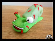 Dee Raa Arts polymer clay sculpey fimo Zombie Snail zombie snail blood gore gory eyeball