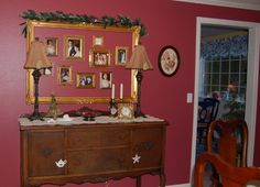 Great way to use an oversize frame! #Christmas #decorations #photographs