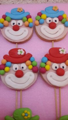 clown cookies Carnival Cupcakes, Carnival Themed Party, Carnival Birthday Parties, Circus Birthday, Circus Party, Halloween Birthday, Clown Cupcakes, Circus Tents, Cookie Pops