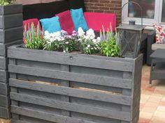 New garden planters boxes wooden pallets 48 Ideas Diy Fence, Backyard Fences, Diy Garden Projects, Diy Pallet Projects, Pallet Ideas, Garden Lighting Diy, Garden Planter Boxes, Glass Garden, Small Gardens