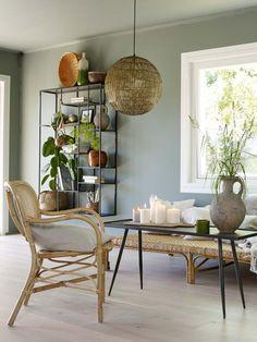 Mal gjerne vegger og tak i samme farge for å skape helhet House Of Turquoise, Room Interior Design, Interior Design Inspiration, Sofa Design, Living Room Chairs, Dining Chairs, Living Room Designs, Living Spaces, Green Apartment