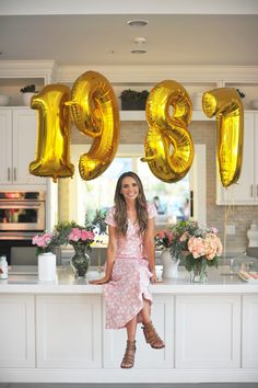 If someone wants to duplicate this party for my birthday but in shades of purple feel free ; 50th Birthday Party Games, 30th Birthday Ideas For Women, 30th Birthday Decorations, 32 Birthday, Thirty Birthday, 30th Party, Birthday Woman, Birthday Photos, 30th Birthday Celebration Ideas