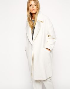 White coats are the most beautiful thing! This one has the perfect shape and will look amazing with an all-white or grey outfit.  Crushing on this for AW!  Find it here: http://asos.to/1s1ZrGG