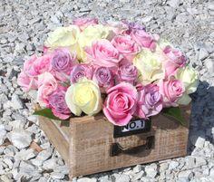 Rosas tonos pastel, en caja de madera.