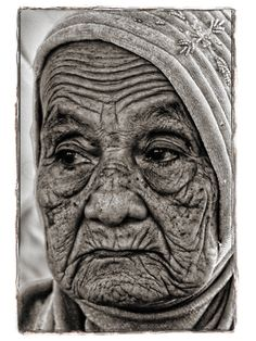old women, female, aged, oldie, portrait, worn out, powerful, wrinckles, beauty, thoughtful, photograph, photo b/w.