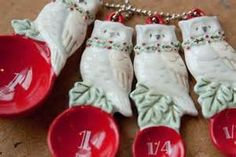 measuring spoons Christmas Owls, Christmas Ornaments, Measure For Measure, Cute Kitchen, Measuring Spoons, Tupperware, Holiday Decor, Food, Christmas Jewelry