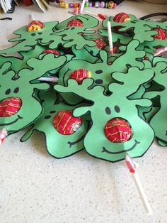 Christmas Party Ideas for kids - Reindeer Face lollipops More