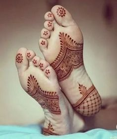 Top Evergreen And Simple Mehndi Designs For Legs & Foot, Dulhan Mehndi Designs, Mehandi Designs, Mehndi Designs Feet, Legs Mehndi Design, Unique Mehndi Designs, Bridal Mehndi Designs, Henna Hand Designs, Indian Henna Designs, Henna Tattoo Designs