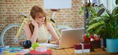 Jak urządzić inspirujące biuro w domu – 6 niezawodnych wskazówek