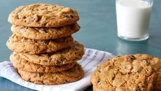 Make Martha Stewart s Extraordinary Chocolate Chip Cookies from the North American Cookie episode of Martha Bakes. Best Chocolate Chip Cookies Recipe, Chip Cookie Recipe, Cookie Recipes, Chocolate Chips, Cookie Ideas, Baking Recipes, Cake Cookies, Cookies Et Biscuits, Roll Cookies