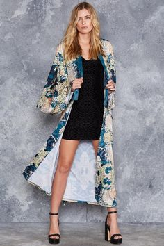 Mucha Black Swan Kimono