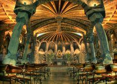 Cripta Colonia Güellグエル教会by Antonio Gaudíアントニ ガウディ