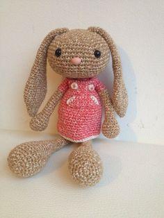 (Free pattern but translation needed. Easter Crochet, Crochet Bunny, Crochet For Kids, Crochet Animals, Diy Crochet, Crochet Toys, Crochet Amigurumi Free Patterns, Crochet Designs, Handmade Toys