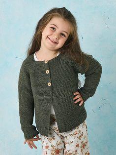 Få en strikkeopskrift på en fin, retstrikket cardigan til pigen her Free Childrens Knitting Patterns, Knitting For Kids, Knitting Socks, Free Knitting, Cable Sweater, Knit Cardigan, Boy Fashion, Knitwear, Knit Crochet