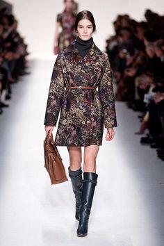 Valentino Paris, Valentino Boots, Women's Couture Fashion, Fashion Show, Fashion Trends, London Fashion Weeks, Paris Fashion, College Girl Fashion, Valentino Designer