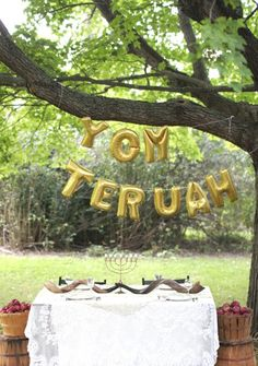 A swoon worthy Yom Teruah party Yom Teruah, Yom Kippur, Jews For Jesus, Feasts Of The Lord, Jewish Celebrations, Trumpets, New Year Celebration, Holiday Fun, Holiday Ideas