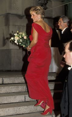 Diana in her scarlet Edelstein with no tiara