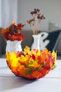 DIY leaf bowl for fall Leaf Crafts, Fall Crafts, Diy And Crafts, Leaf Projects, Easy Diy Projects, Rustic Fall Decor, Leaf Bowls, Nature Crafts, Fall Diy