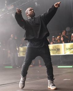 Want to see Kanye West perform live on his Saint Pablo Tour? Join the Kanye West Fan Group and Waiting Lists to attend the concert on October Ropa Kanye West, Kanye West Style, Urban Fashion, Teen Fashion, Runway Fashion, Fashion Models, Sporty Fashion, Fashion Clothes, Best Of Kanye West