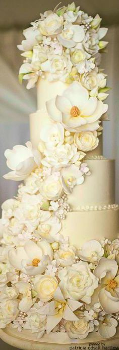 I'm guessing these are sugar flowers but I don't know!  It's really beautiful!!!