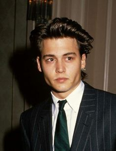 that's johnny depp. Oh and I never really even noticed Johnny Depp until I met you and noticed He looks like you. Beautiful Boys, Pretty Boys, Beautiful Pictures, Cindy Crawford 90s, Junger Johnny Depp, Young Johnny Depp, Hot Boys, Cute Guys, Celebrity Crush