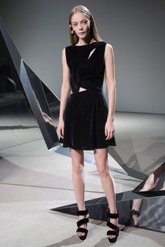 Halston Fall 2010 Ready-to-Wear Collection Photos - Vogue