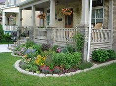 Front Yard Garden Design 50 Simple But Beautiful Front Yard Landscaping Ideas - The goal of many homeowners is to have both a beautiful and low maintenance front yard that they will be […] Small Front Yard Landscaping, Front Yard Design, Backyard Landscaping, Landscaping Ideas, Backyard Ideas, Front Yard Gardens, Front Porch Landscape, Front Porch Garden, Arizona Landscaping