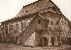 The l7th-century synagogue in Przeworsk, completely destroyed during the War. Photograph from 1934.