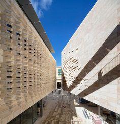 Valletta City Gate Industrial Architecture, Architecture Old, Classical Architecture, Interior Design Sketches, Contemporary Building, Renzo Piano, Church Design, Famous Architects, Landscape Design